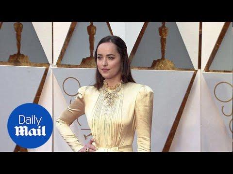 Golden Goddess! Dakota Johnson Arrives At 2017 Academy Awards - Daily Mail