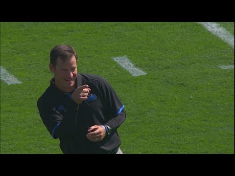 Jim Mora's charisma shines through on UCLA football's sideline