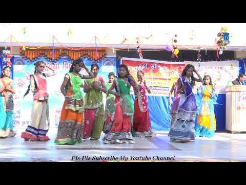 Kanha Bansi Bajaye Radha Daudi Chali Aaye