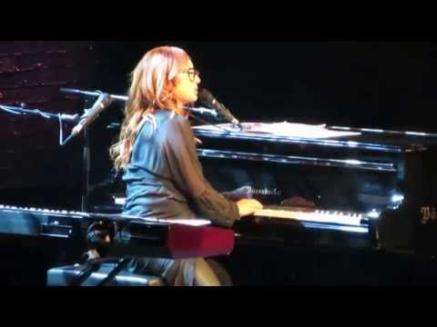 Tori Amos - Hyperballad [Bjork] / Cloud On My Tongue / You Spin Me Round [Dead or Alive]