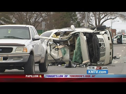 3-vehicle crash in south Omaha sends 5 people, 2 children to hospital