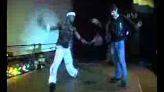 Пацан обломал негра танцора))))