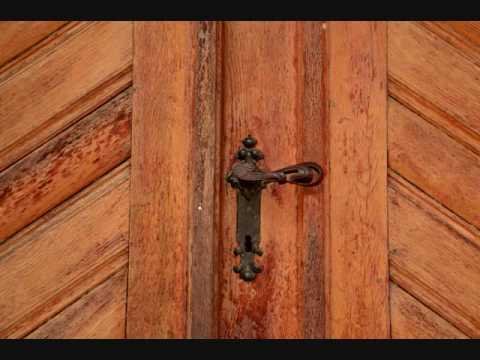 Opening & closing large wooden door - Sound effects - YouTube