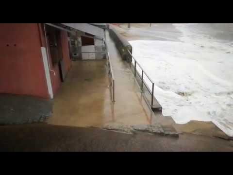 El temporal se ceba con el bar Pulgas de San Cibrao
