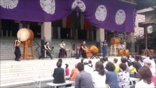 Percussion japonaise (Taiko) au Honzan Higashihongan-ji temple proc...
