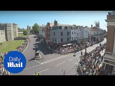 Crowds gather in Windsor to get view of royal wedding rehearsal - Daily Mail