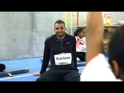 UBS AG - Kariem Hussein trainiert Kinder