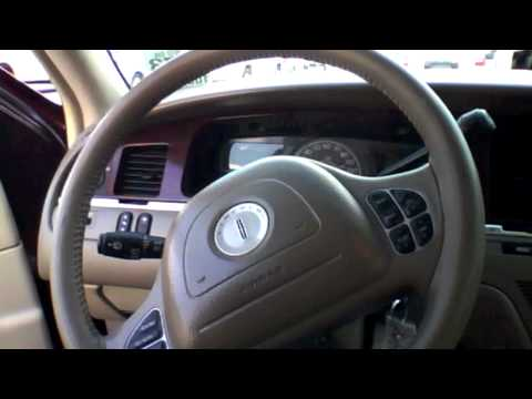 2004 Lincoln Town Car Start Up, Quick Tour, & Rev With Exhaust View - 105K (MINOR Burnout)