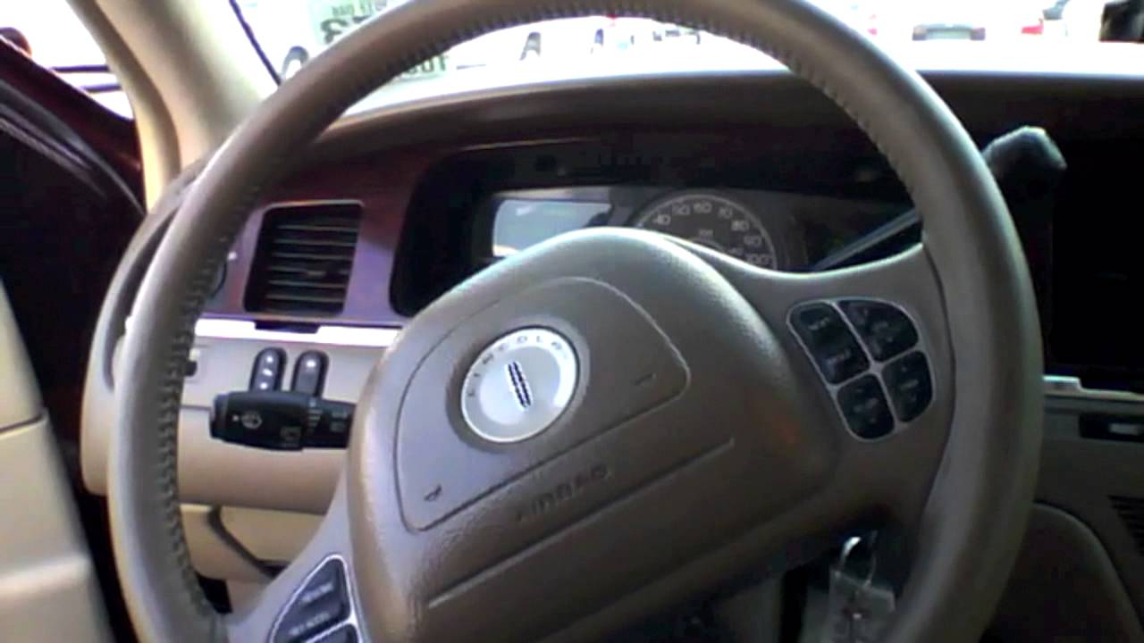 2004 lincoln town car start up quick tour rev with exhaust view 105k minor burnout youtube. Black Bedroom Furniture Sets. Home Design Ideas