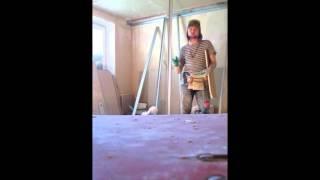 Гипсокартон на клей Перлфикс к потолку(Гипсокартон на клей Перлфикс к потолку , порядок и последовательность выполнения работ ! Тяжёлая работа..., 2014-05-02T17:24:59.000Z)