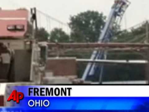 Raw Video: 1 Worker Killed in Ohio Roof Collapse
