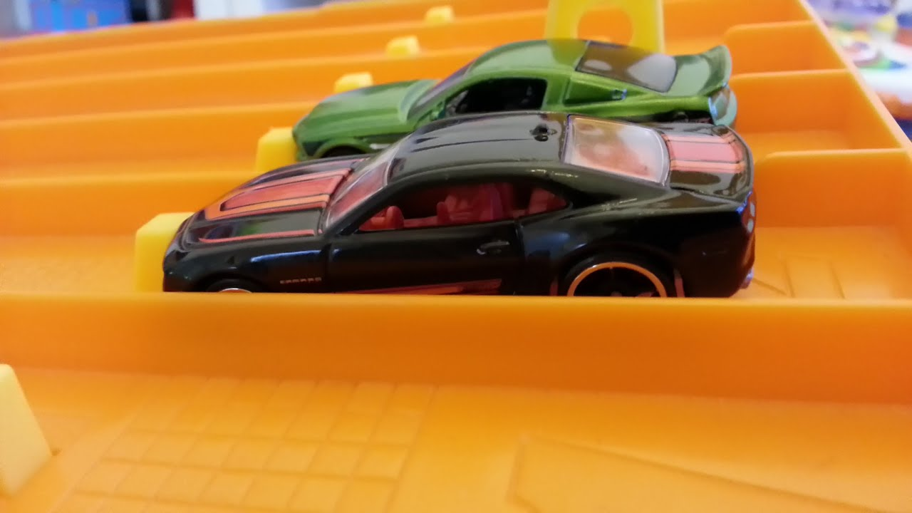Camaro Vs Mustang >> Hot wheels drag racing CHEVY VS FORD #1 - YouTube