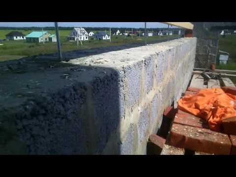 Крепим мауэрлат, начало строительства крыши.