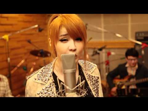 "2NE1 - ""LONELY"" [HD New Version]"