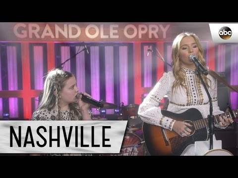 """Lennon And Maisy Stella (Maddie And Daphne) Sing """"Willing Heart"""" - Nashville 4x17"""