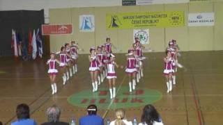 mažoretky Pusinky  Říčany 1. - pódiová formace 2010.mpg