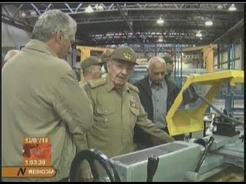 Visita Raúl Castro la Empresa Militar Industrial de Camagüey