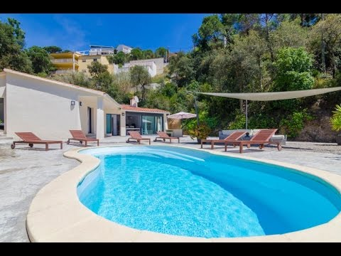 Precious modern villa, very bright and with a nice exterior with private pool and chill out area