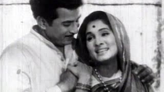 Suryakant, Asha Kale, Ashi Rangali Raat - Marathi Romantic Scene 6/9