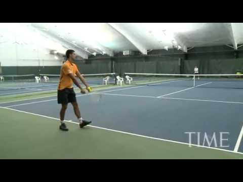 Djokovic serve 125 down the midle