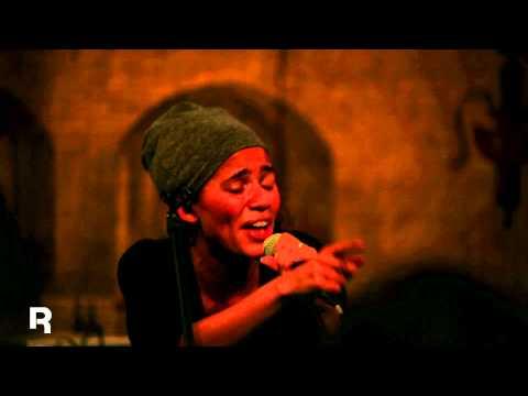 """Reebok präsentiert: Nneka LIVE mit """"Valley"""""""