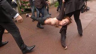 """Une Femen interceptée à Calais: """"il a fallu 200 000 morts pour retrouver votre humanité"""""""