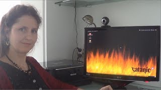 Mum Tries Out Ubuntu Satanic Edition 666.9 (2010)