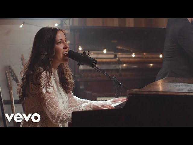 Shelly E. Johnson - Angels We Have Heard On High Medley (Official Music Video)