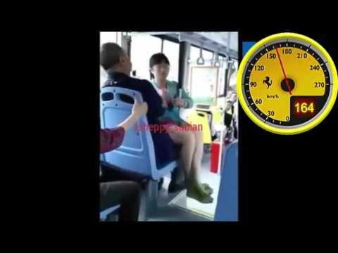 Rebutan Tempat Duduk di Bus, Sampai Akhirnya Si Pria Memangku Penumpang Wanita