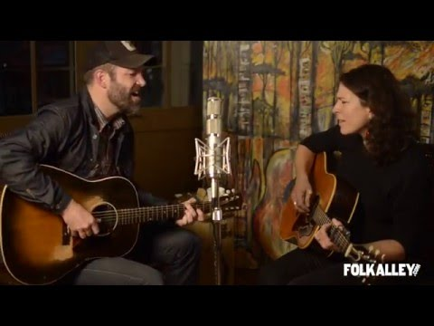 "Folk Alley Sessions: Jeffrey Foucault and Kris Delmhorst - ""Hurricane Lamp"""