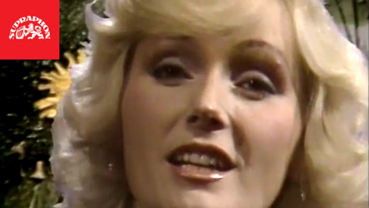 Nina (b. 1980)