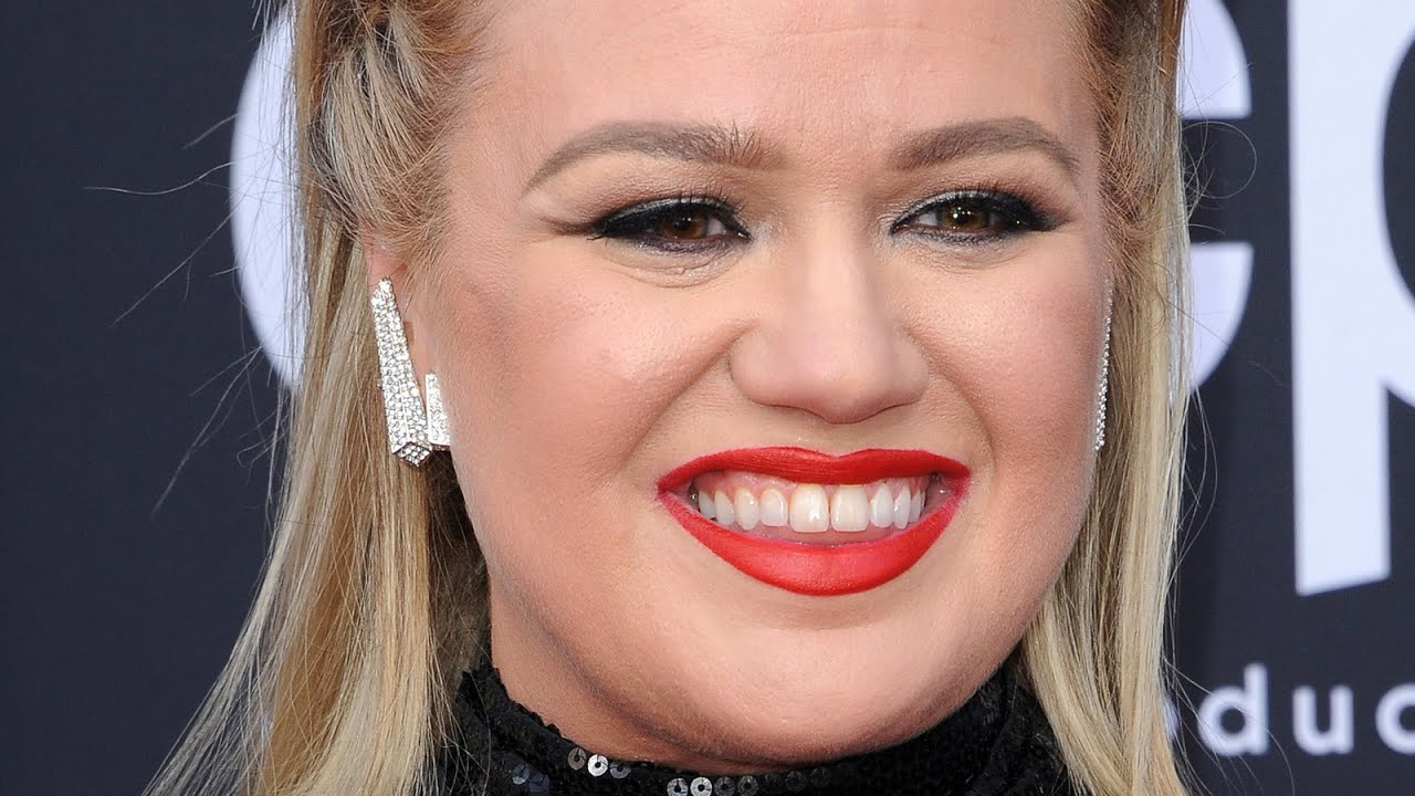 Why Kelly Clarkson Is Reportedly Celebrating This Big Win In Her ...