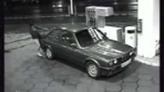 барышня решила усложнить способ заправки автомобиля(, 2011-03-10T20:31:49.000Z)