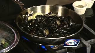 Steamed mussels with garlic, white wine, cream