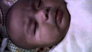 Ekspresi Lucu Bayi Zio & Zia Mendengar Suara Tangis