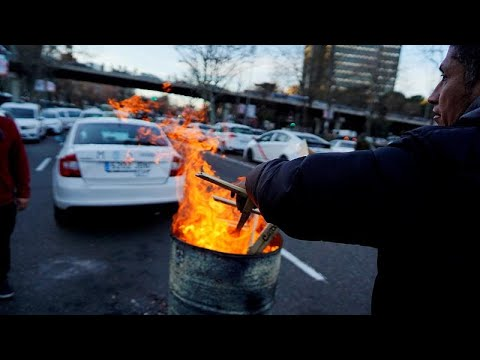 Taxi drivers' protest for regulation enters eighth day as Madrid police move in