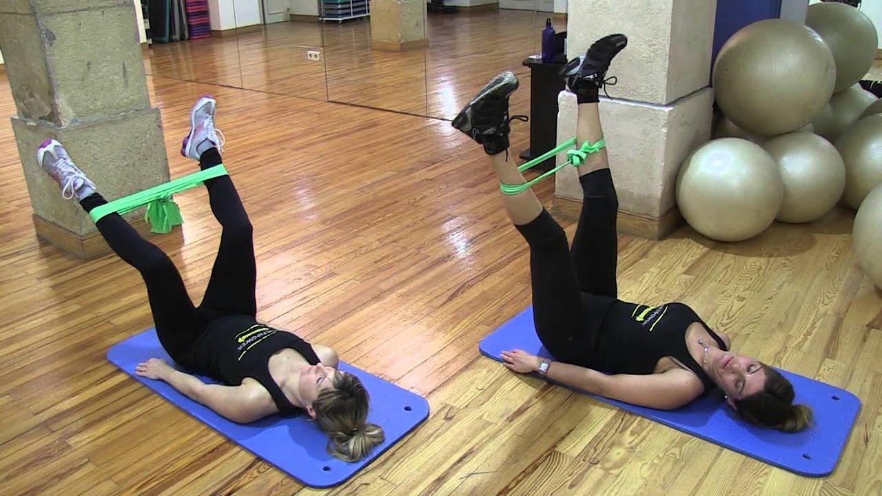ejercicios con gomas elasticas piernas
