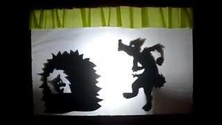 Os três porquinhos: teatro de sombras.