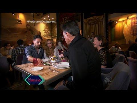 Viagem especial! Sabrina Sato leva os pais para a balada no Líbano