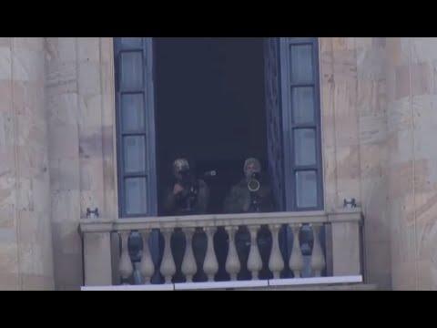 ԱԺ պատշգամբներում դիպուկահարներ են՝ զենքը ցուցարարների կողմն ուղղած