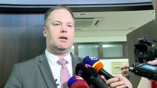 Pellegrini hovorí pred poslancami o kauze s bytmi