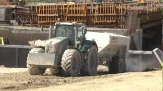 FENDT 936, 930; Wirtgen WS 2500; Streumaster SW10TA - Stabilizacja gruntu / Soil stabilization.mp4