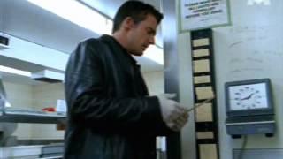 Pointeuse.AMANO 5000 dans la série TV John.Doe ( épisode  La.Traque ).
