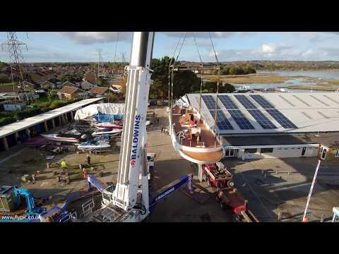 Cobb's Quay Heavy lift - Flypic
