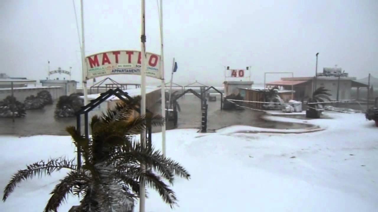 Rimini la spiaggia bagno 39 bufera di neve rimini beach - Bagno 60 rimini ...