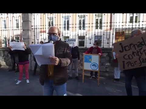 Grupo de Padres se congregan frente a Educación para exigir a la Junta la jornada continua
