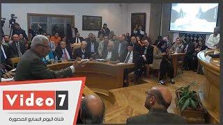 """مكرم محمد أحمد ينفعل على رئيس جلسة مؤتمر حرية الفكر """"لا تخلط علينا الأمور"""""""
