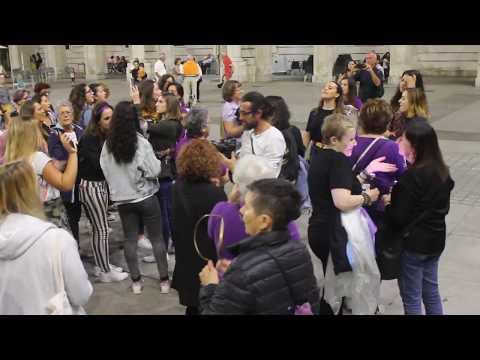 Un instante de la manifestación 'La noche violeta de emergencia feminista' en Santander