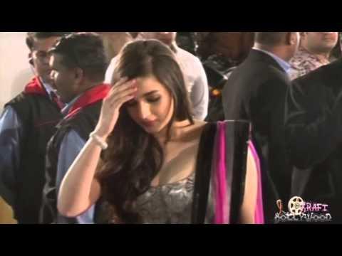 Alia Bhatt's Tight Choli (Hot & Sexy) thumbnail