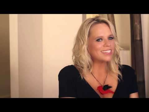 POSTER GIRL by Beccy Cole - Extended Promo